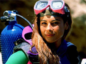 Women that scuba dive with SDA certification